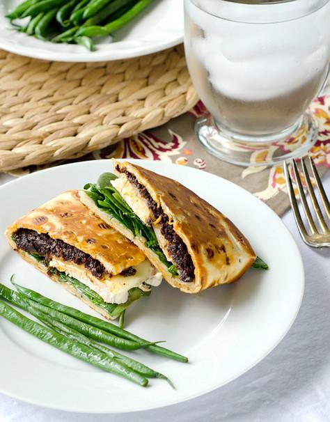 Delicious Chicken Flatbread Sandwich Recipe