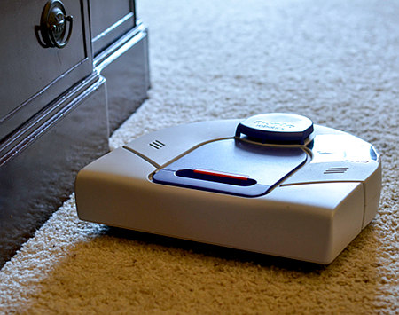 neato robotics vacuum does not do baseboards