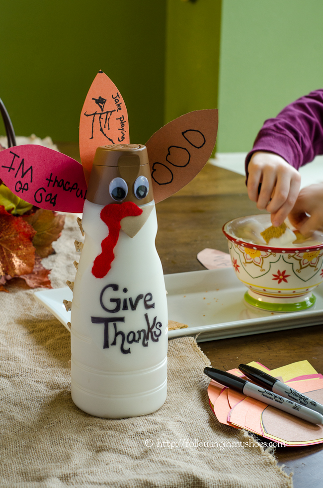 Recycled Thanksgiving Craft for Kids: Thankful Turkey